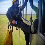 wysokościowe mycie okien- wieża kontroli lotów