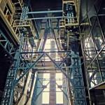 odkurzona stalowa stalowa konstrukcja, możliwość wykonania pracy dzięki wykorzystaniu technik alpinistycznych