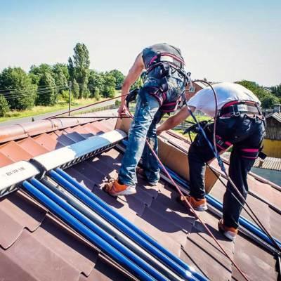 zabezpieczanie systemu solarnego podczas malowania dachu