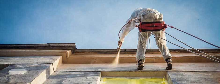 wysokościowe malowanie elewacji z wykorzystaniem techniki bezpowietrznego natrysku pneumatycznego, hydrodynamiczne malowanie elewacji agregatem