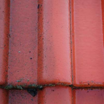 umyta część dachu, przed zaimpregnowaniem środkami hydrofobowymi