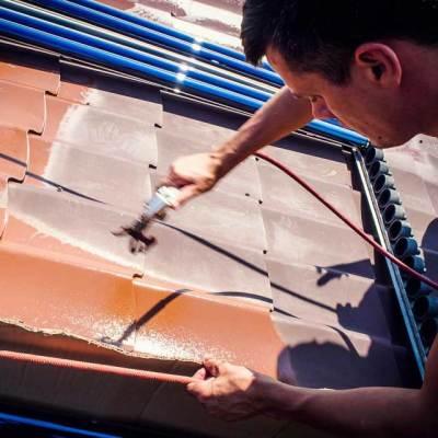 stosowanie metody natrysku hydrodynamicznego w zabezpieczeniu blachodachówki przed korozją- malowanie dachów