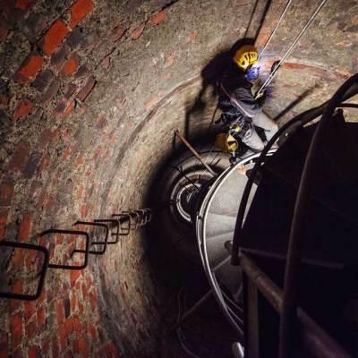 usługi wysokościowe w kominie, montaż dróg kablowych pod oświetlenie przeszkodowe EC1